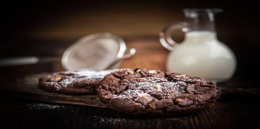 Cookies med chokolade og mælk